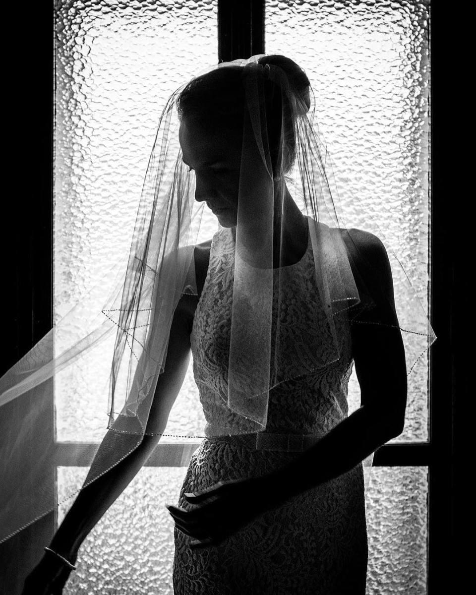 Bérangère wedding. #weddingdress #wedding #bride #enjoy #shooting #blackandwhite #veil #dress #weddingveil  #blackandwhitephotography #bnw #bnwphotography #portrait #portraitphotography #instagood #instalike @igerstours @sigmafrance
