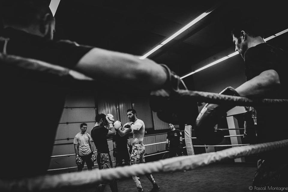 MMA training, in MMA Fight Club Gym. Pascal Montagne for @37degres #sport #sports #mma #fight #fightclub #mmafighter #mmagirl #mmatraining #boxing #boxingtraining #boxingtrainer #dailypic #instalike #instagood #instadaily