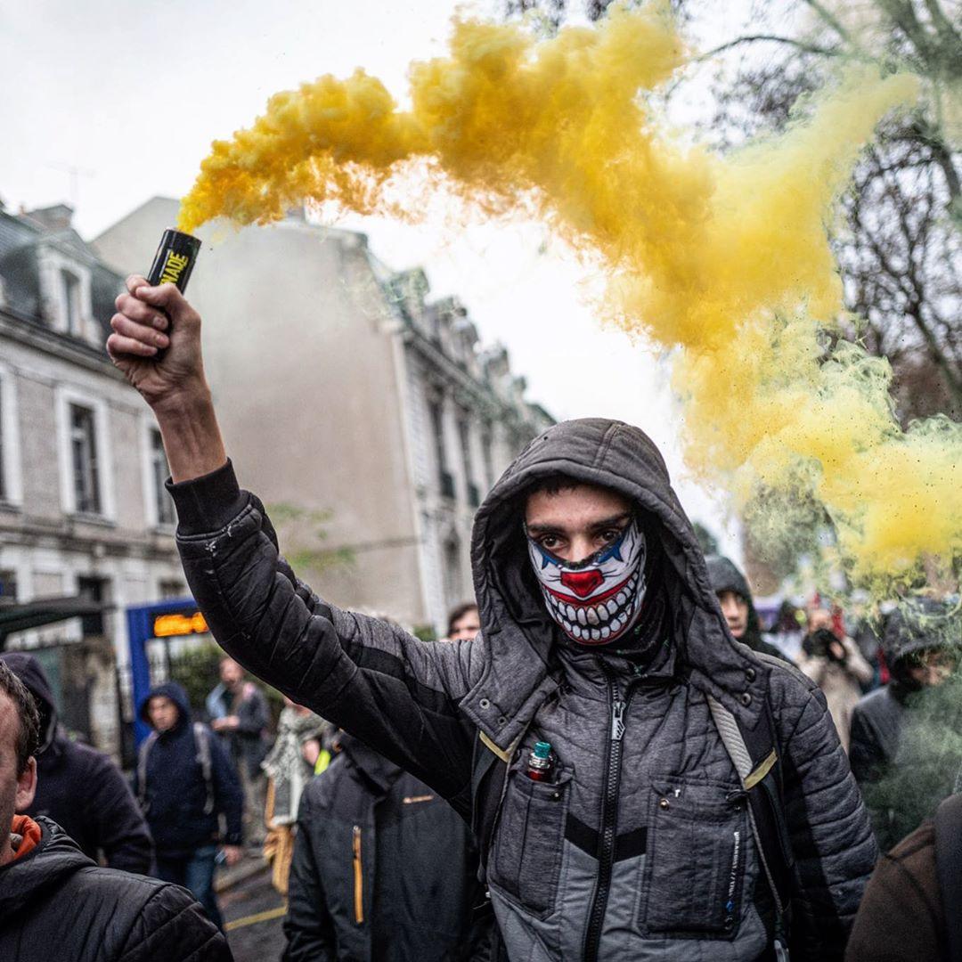 December demonstration in France. Pascal Montagne for @37degres #demonstration #greve #riots #yellow #smoke #joker #yellowvests #mask #instagood #instalike