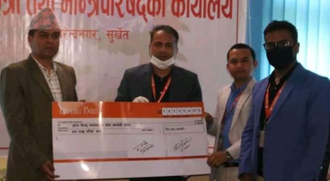 लक्ष्मी बैंकद्वारा १० लाख सहयाेग