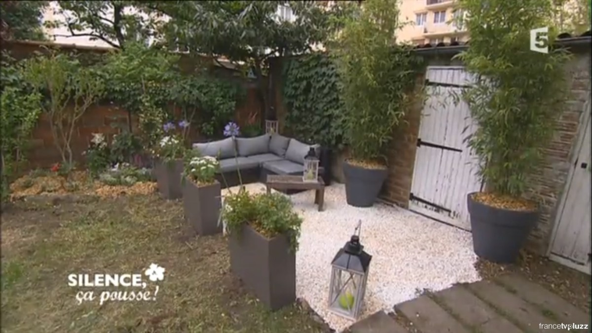 comment am nager un salon de jardin contemporain et. Black Bedroom Furniture Sets. Home Design Ideas