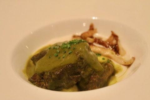 Carrillera de ternera de reducción de curry verde con shiitake salteado y espuma de elote blanco Lúa Madrid Restaurantes en Chamberí