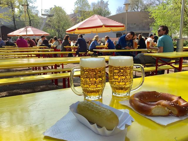 Cervezas y snacks Prater Garten Berlin Prenzlauer Berg