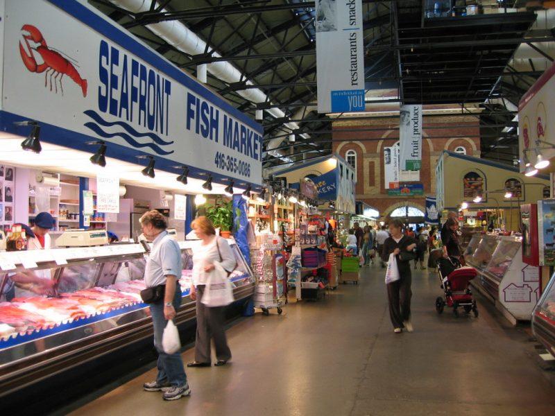 Interior de St. Lawrence Market Toronto Canada