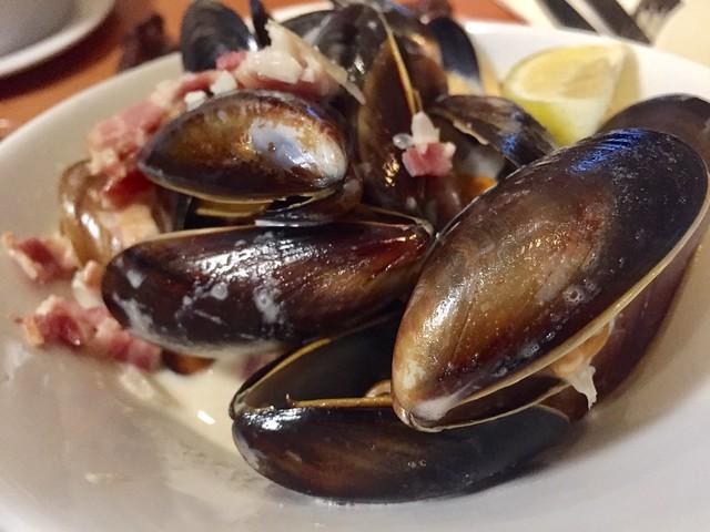 Mejillones The Mussel and Steak Bar