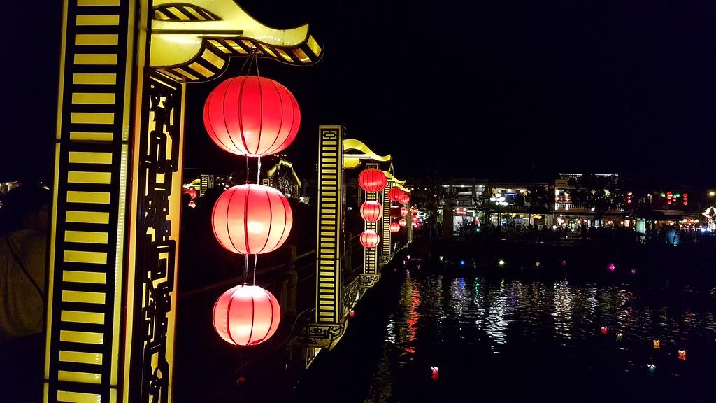 Mercado nocturno de Hoi An Vietnam