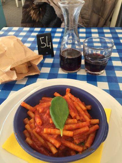 Plato de pasta en Pupella Napoles Italia