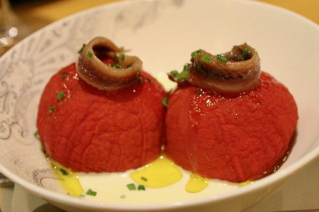 Restaurantes en Oviedo Tomates asaos, anchoas y afuega´l pitu, en 'La Taberna del Zurdo'