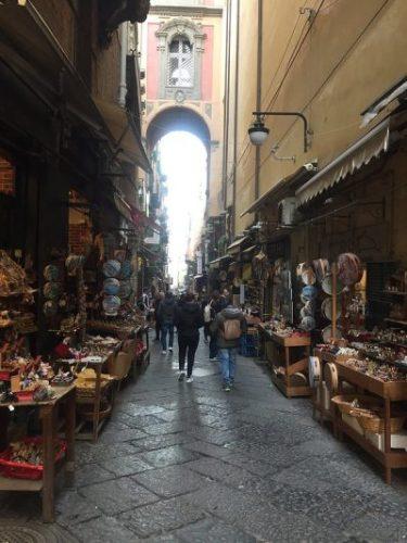 Via San Gregorio Armeno Napoles Italia