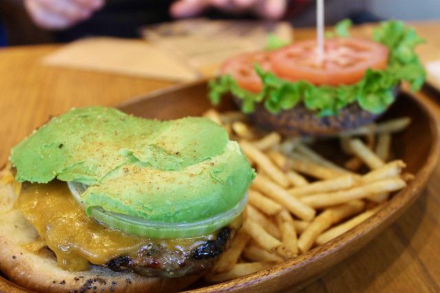 Avocado burger Kua Aina