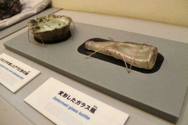 Botella deformada como consecuencia de las altas temperaturas Hiroshima