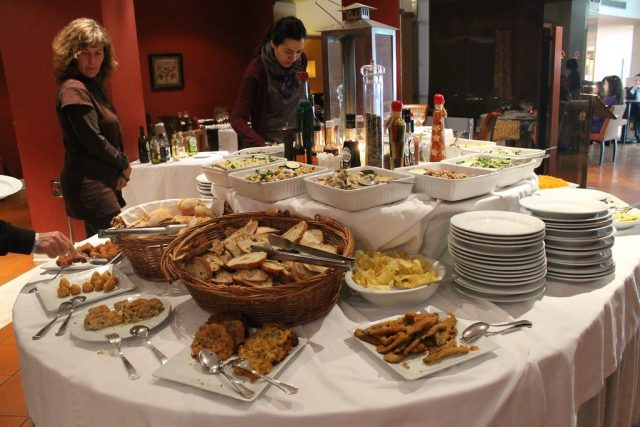 Bufet cena Evora Hotel