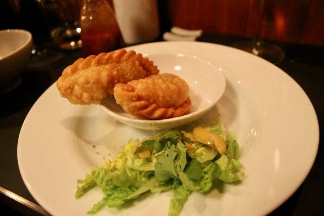 Empanadillas de pollo y cuitlacoche Chifa