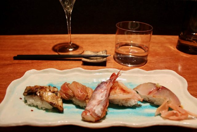 Nigiris de jurel, gamba de Palamós, ventresca de atún flambeada y anguila del Delta del Ebro Koy Shunka Barcelona