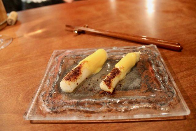 Puntas de espárragos frescos con kimizu y soja liofilizada