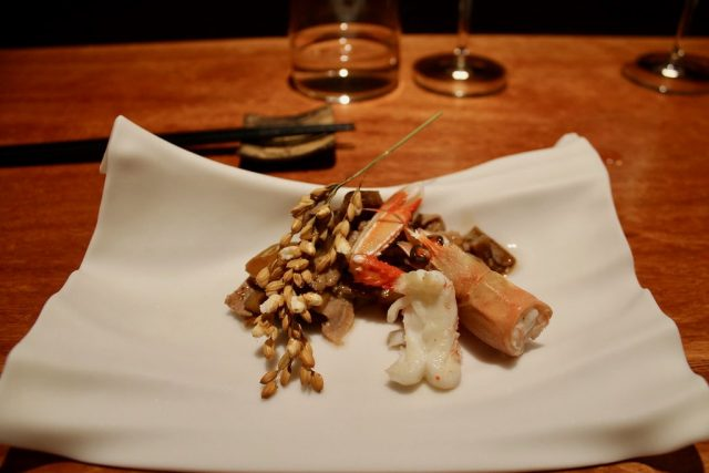 Rovellones y secreto ibérico a la brasa con palomitas de arroz Barcelona