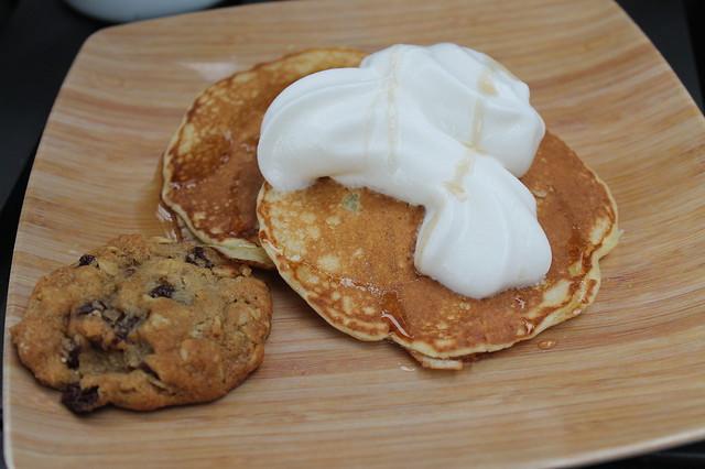 Tortitas con nata y cookie