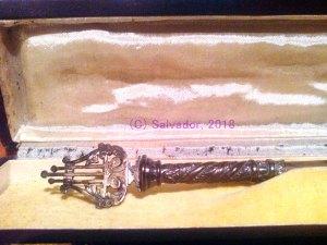 Batuta de plata que la hermandad de la Caridad regaló a Luis Romero.