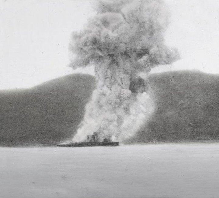 Restos humeantes del Vizcaya durante la batalla de Santiago de Cuba. | Foto: Archivo Histórico Almirante Cervera (AAC)