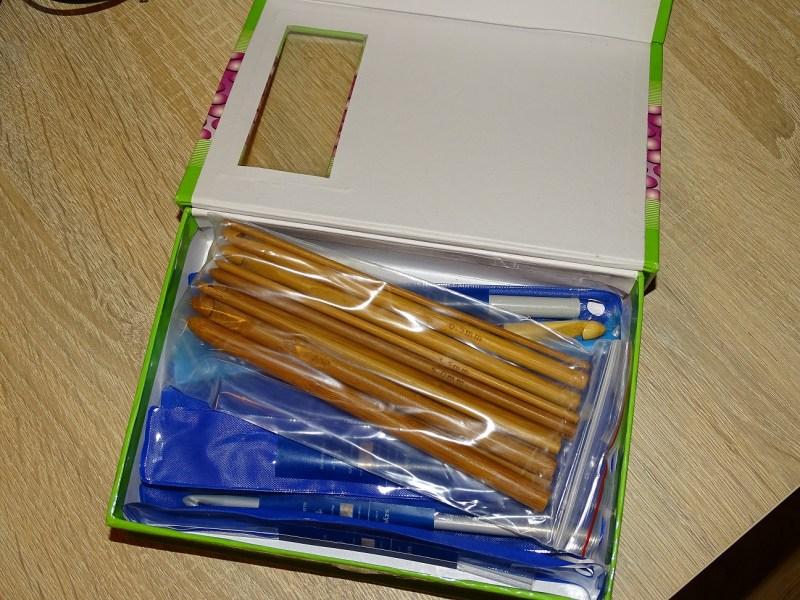 Pudełko z szydełkami