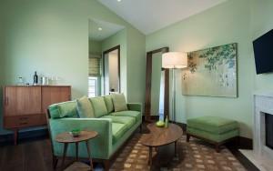 JUST Inn Savant suite living area