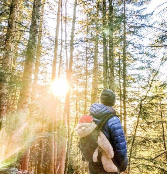 comment-partir-a-l-aventure-avec-un-bebe-en-montagne-portage-bebe