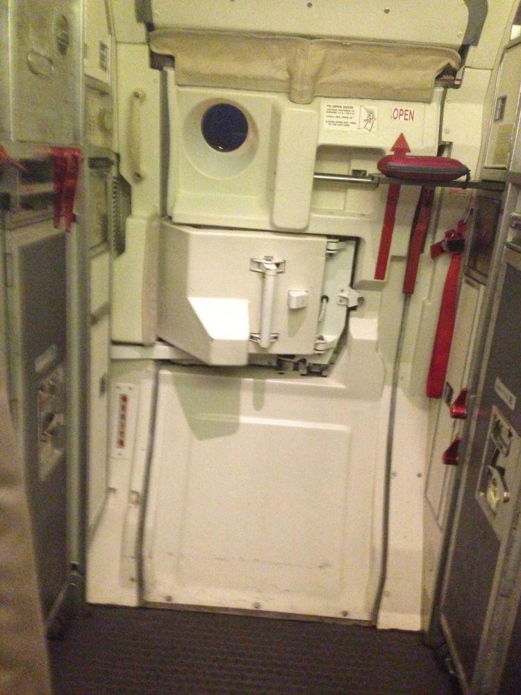 United Embraer 145
