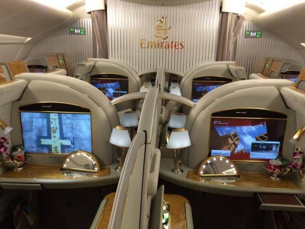 emirates a380 suites passageirodeprimeira