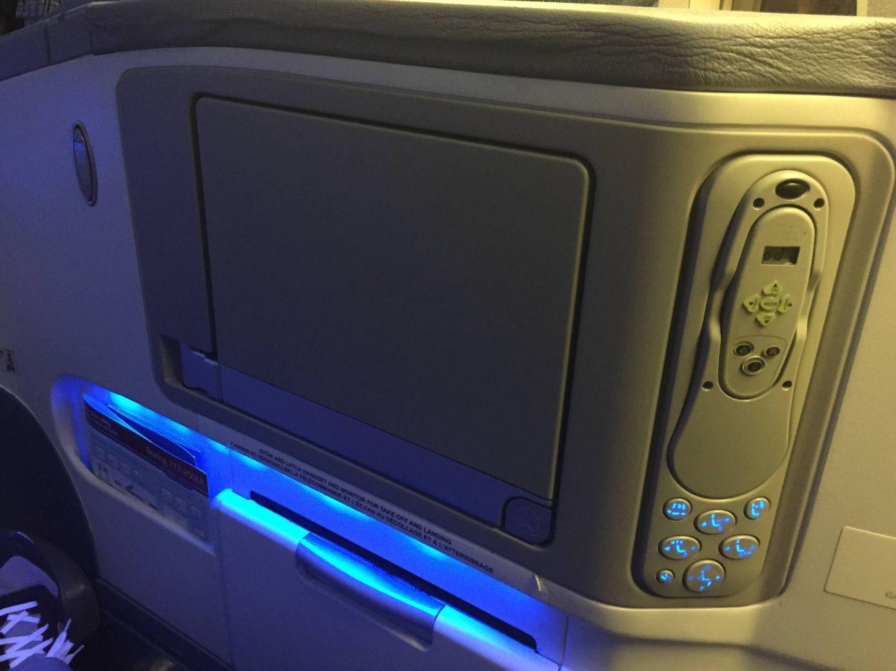 Air Canada B777 Business Class-06