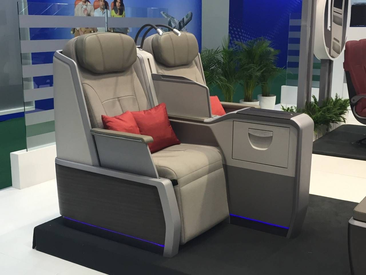 Aircraft Interiors Expo 2015-08