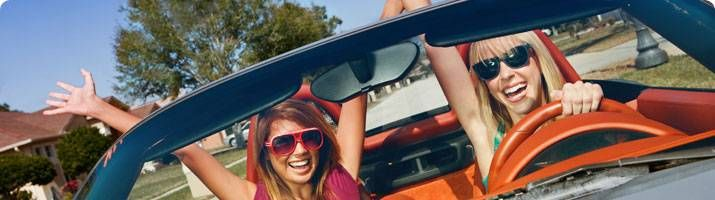 banner_girls_in_convertible