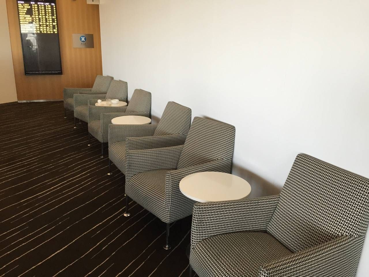 Qantas Business Lounge Sydney -012