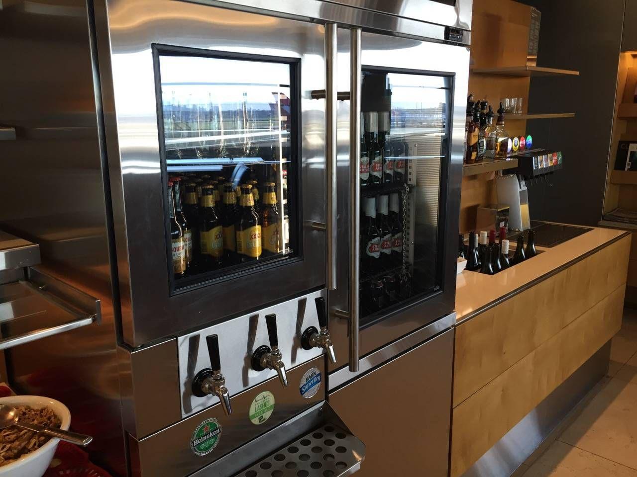 Qantas Business Lounge Sydney -019