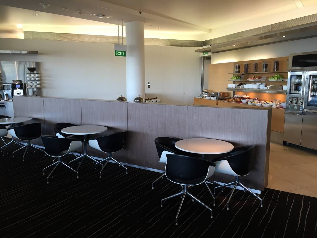 Qantas Business Lounge Sydney -021
