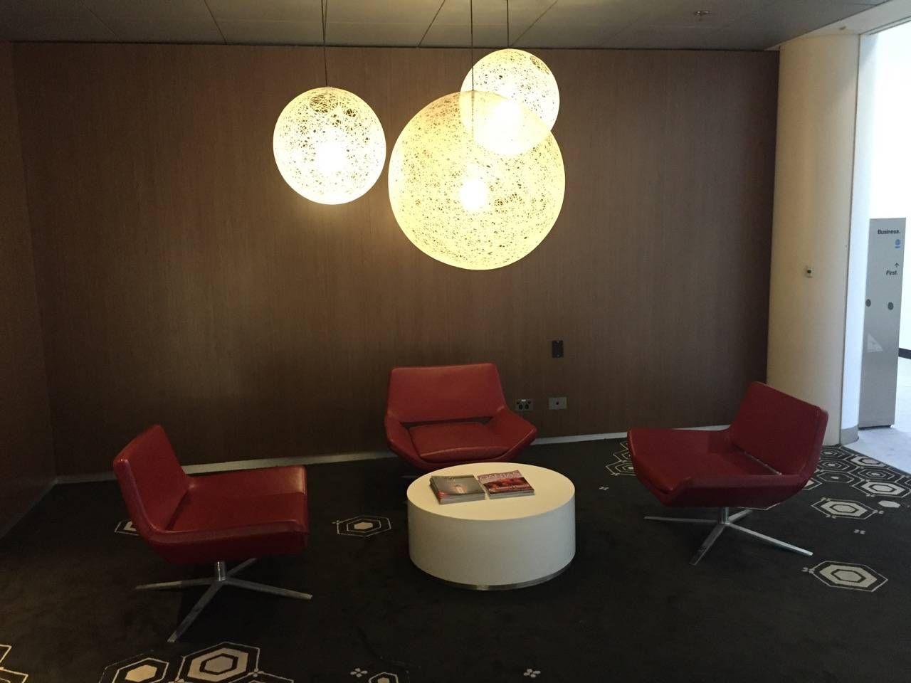 Qantas Business Lounge Sydney -038