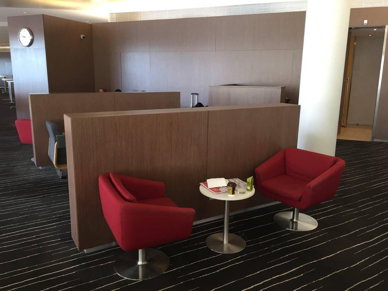 Qantas Business Lounge Sydney -09