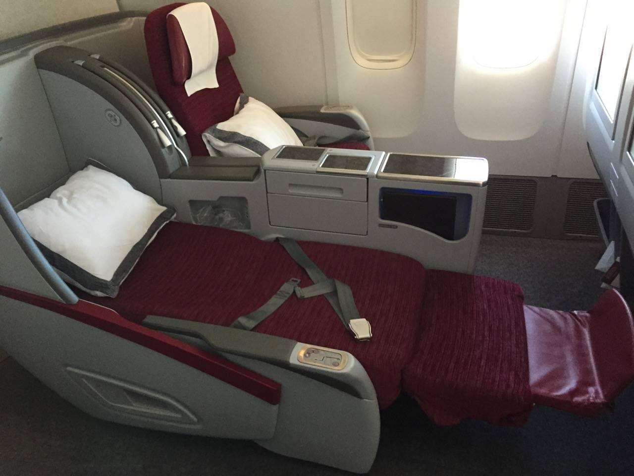 Qatar Business B777-300ER -024