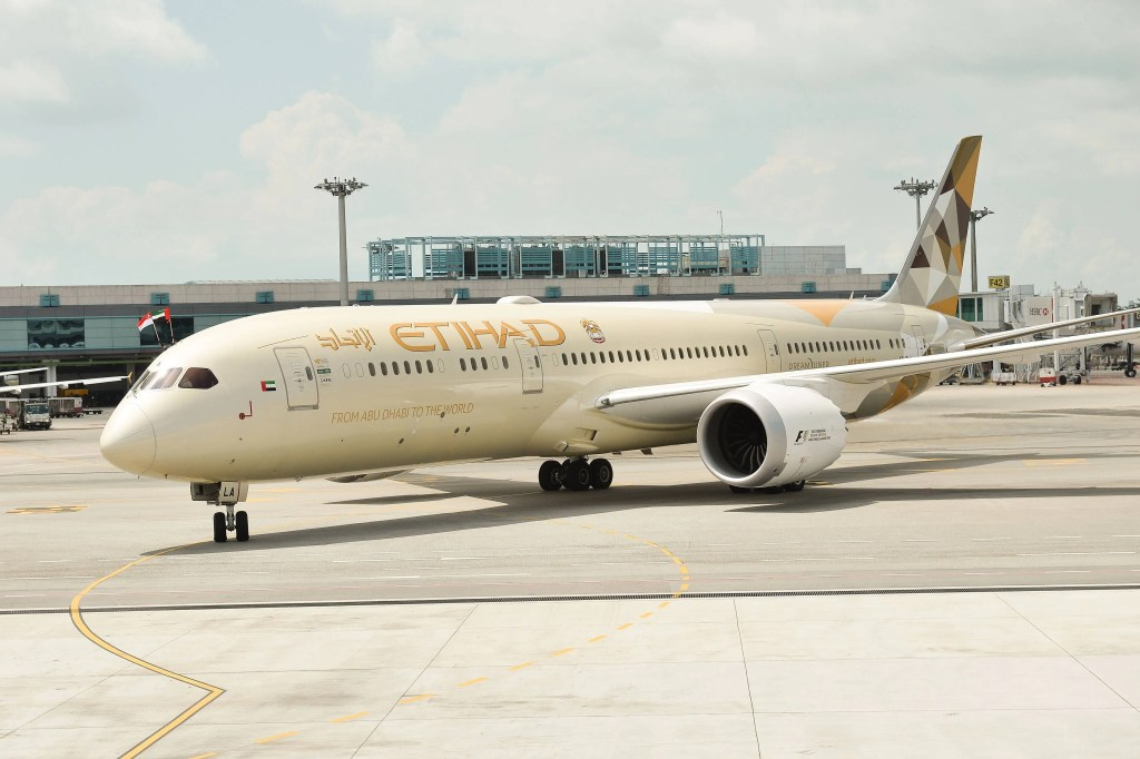 Etihad Airways B789_A6-BLA on arrival at Changi
