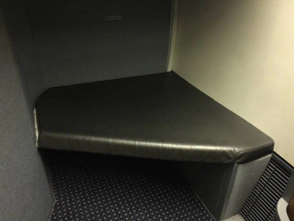 American Airlines B77W Business Class-029