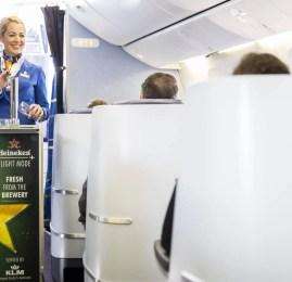KLM serve o primeiro chope do mundo a bordo de um avião