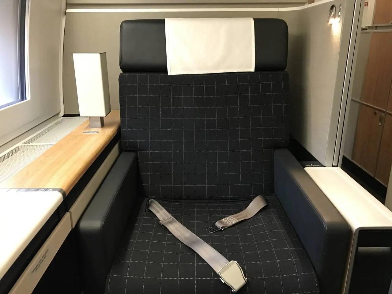 swiss-first-class-b77w-037