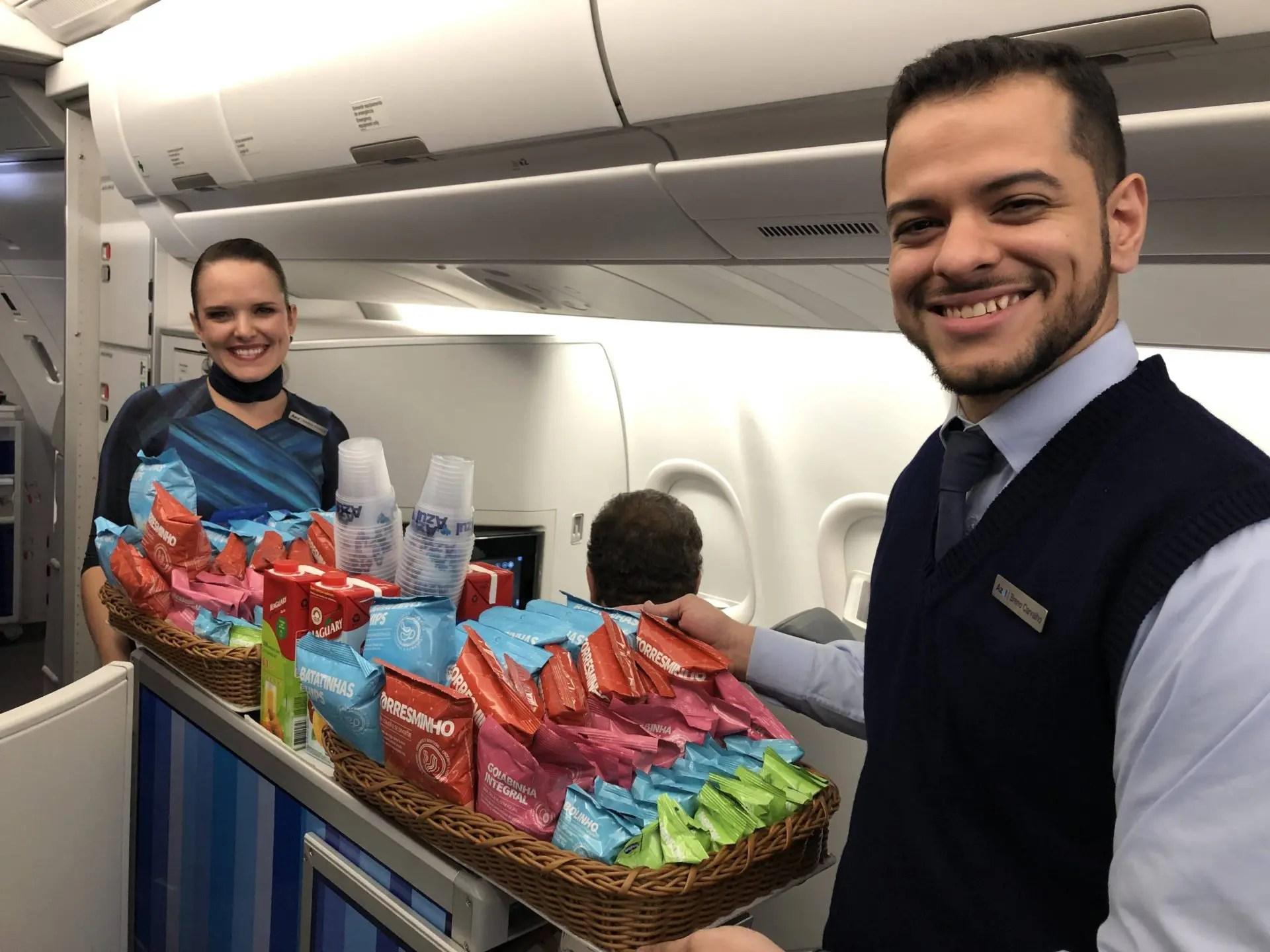 Comissários no A330neo da Azul
