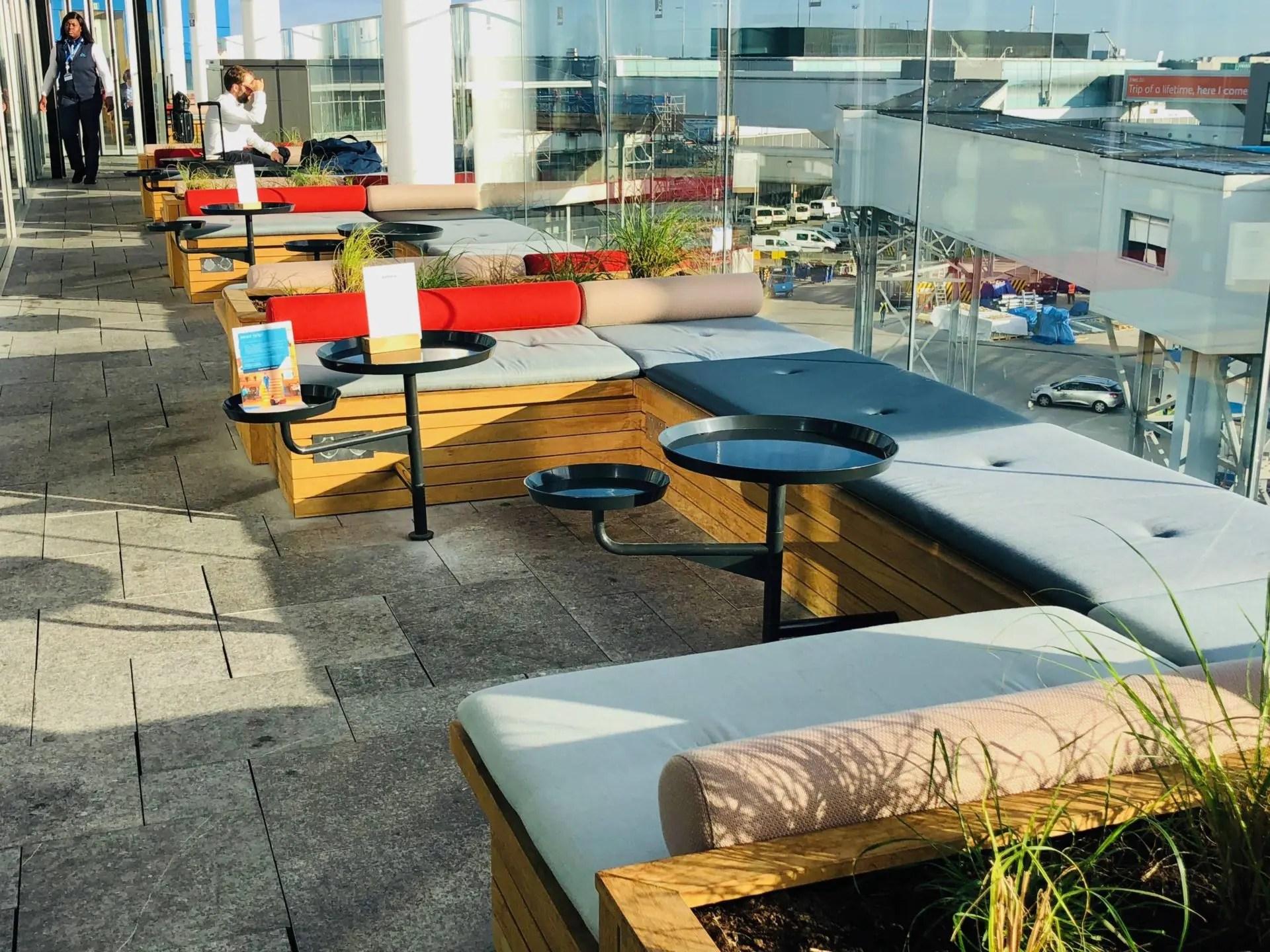 KLM Crown Lounge terraço