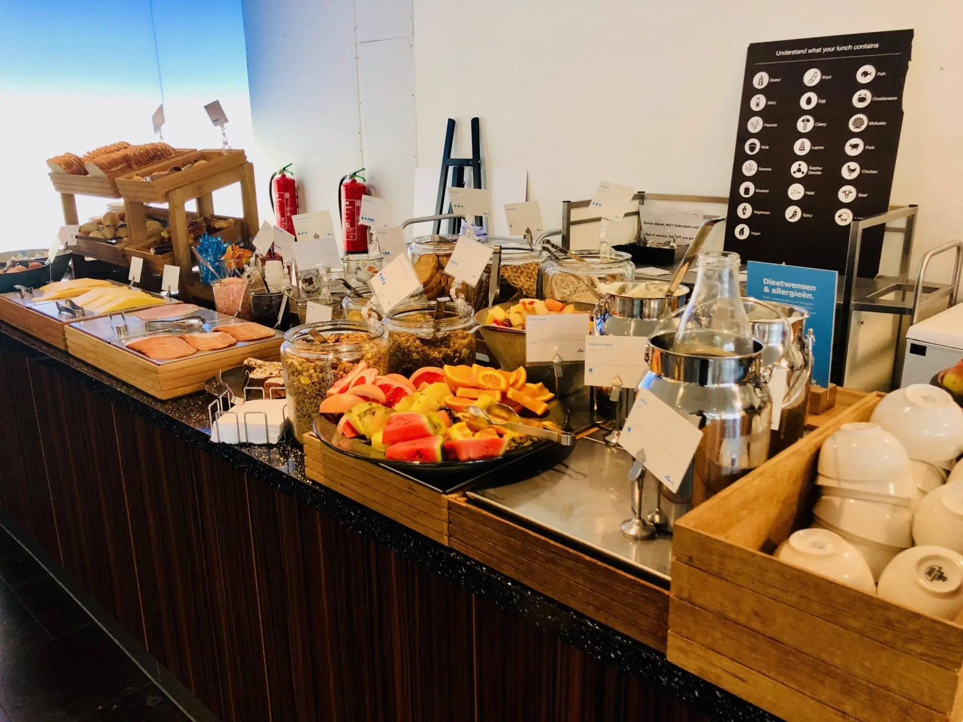 KLM Crown Lounge buffet