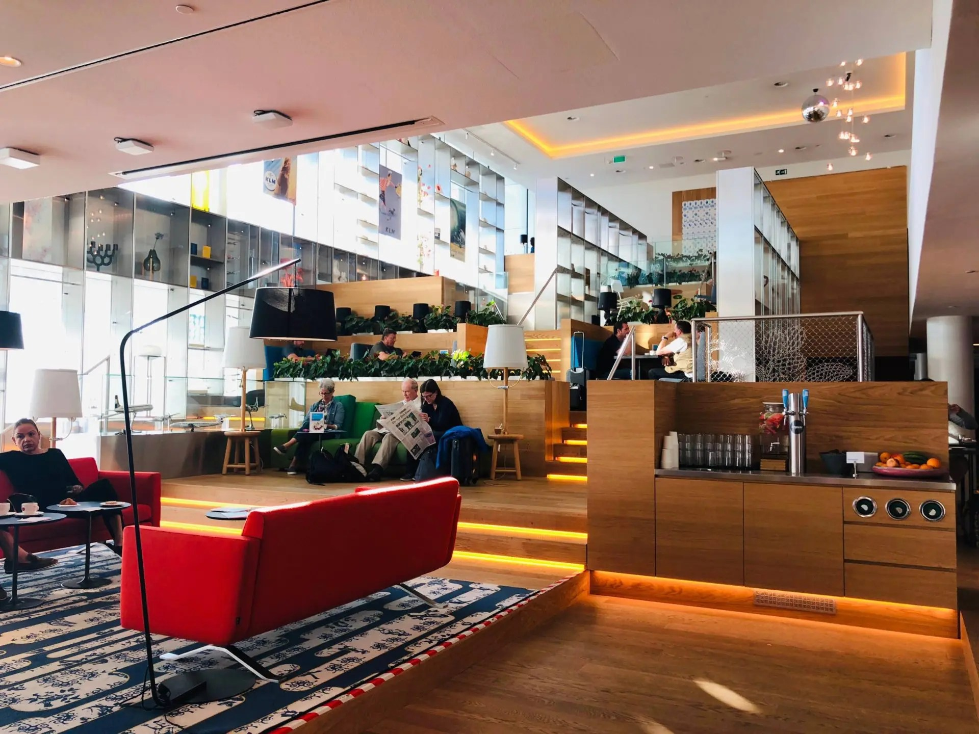 Lounge da KLM em Amsterdã principal