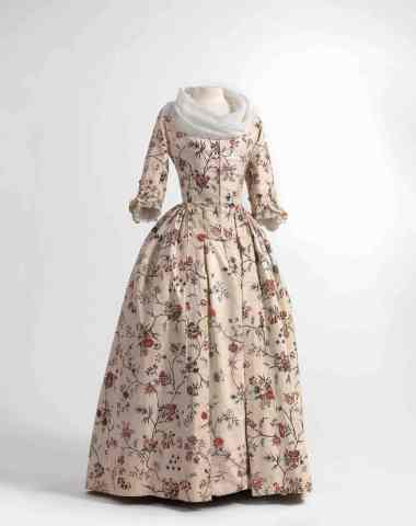 Dress (robe à l'anglaise) and skirts in chintz, ca. 1770-1790, shawl (fichu) in embroidered batiste, 1770-1800