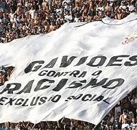 gavioes_racismo