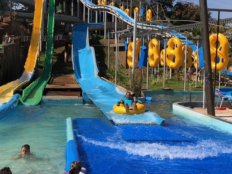 Hot Beach ou Laranjais: qual o melhor parque aquático de Olímpia?