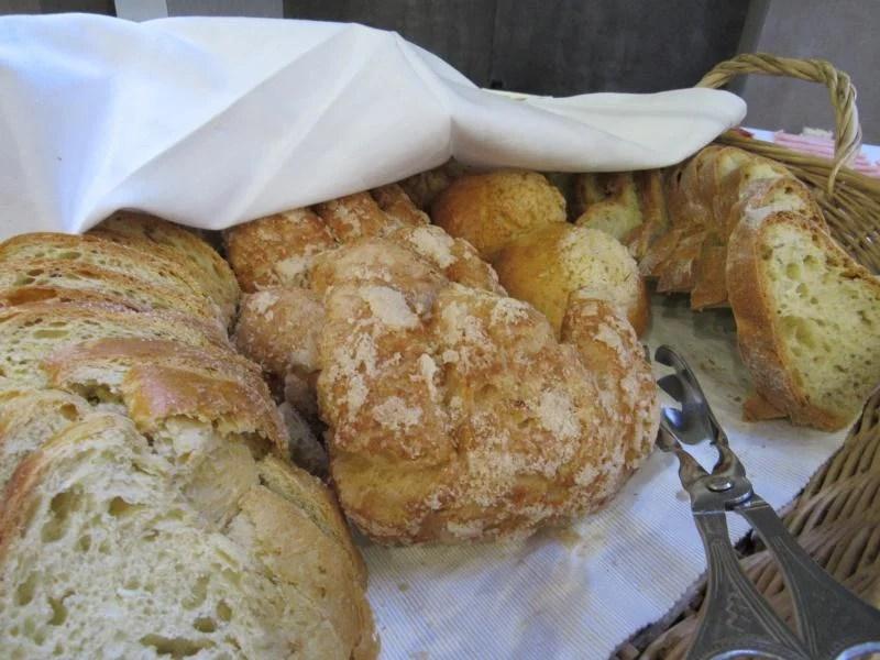 seleção de pães e bolos