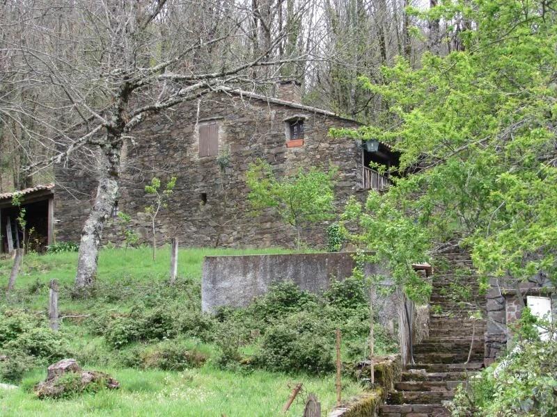 Casa de xisto isolada